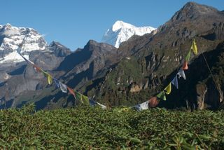 First view of makalu on trek in 2