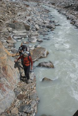 Trekking by upper Barun Khola river 2
